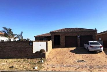 Lovely 2 bedroom house to rent in the popular Uitzicht, Durbanville.