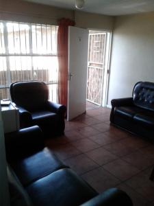 spacious_apartments_in_milpark_now_avail-1535198103-199-e