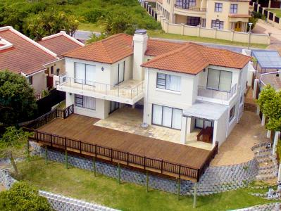 This eloquently designed house in St Francis Bay offers views for days and comfort living. The property is situated on one of the most popular streets