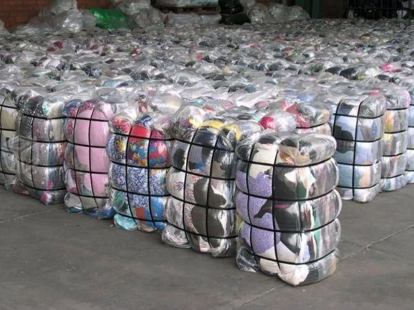 Bale of clothes both male female grade A all original from oversea