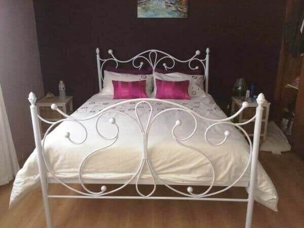 Metal, Steel, Wrought Iron Beds and Daybed Manufacturers