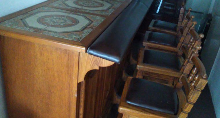 Oak Bar Counter with 4 Bar stools