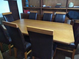 Beautiful 8 seater dining table