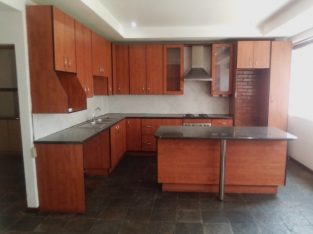 Spacious 2 Bedroom Flat for Sale in Marshalltown,